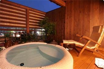 露天風呂付客室(天然温泉) 露天風呂一例