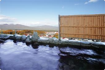 女性用露天風呂から上州の山々を見渡せます