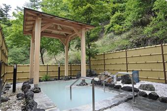 深緑の露天風呂