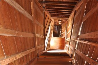 館内には43段の内階段がございます