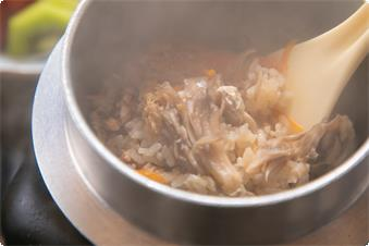 椿館限定のグレードアップ四季会席。 季節で変わる釜飯もお楽しみください。