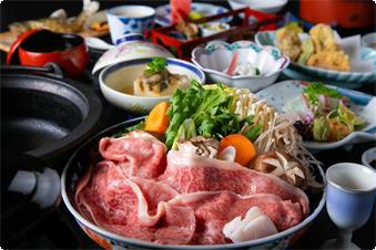季節で変わるスタンダード会席と、 但馬牛を関西風のすき焼きでご賞味ください。