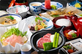 戦国宴会料理のたぬくいと、 当館自慢の桃色吐息の温泉鍋、 ハーフサイズの但馬牛陶板焼きが付いた お得な特別会席プラン。