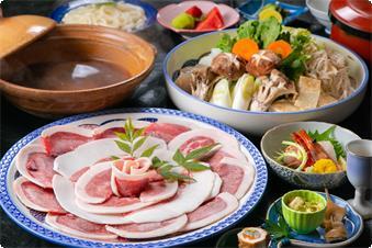 冬といえばボタン鍋。 当館特性のお味噌でお召し上がりください。