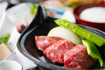 料理長厳選の和牛や神戸牛のルーツ但馬牛。 お好みの焼き加減でお召し上がりください。
