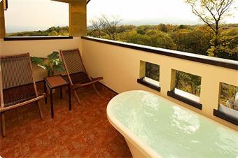 お部屋のお風呂からの天城連山が・・