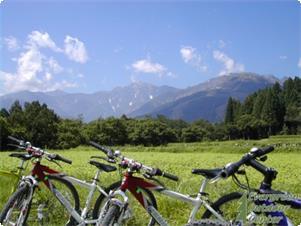 バイクと白馬三山