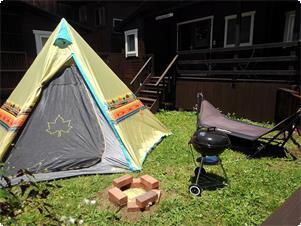 ファームビューキャビン専用ガーデンでテント宿泊 コテージ内最大4名までですので5名以上8名まで 専用ガーデン内でテント宿泊可能!