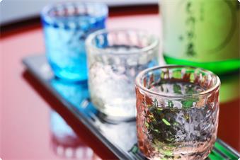 あたたかなお部屋できりっと冷えた冷酒を愉しむ。冬こそ旨い蔵出しの地酒です。