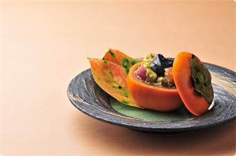 秋のしげの家名物「柿鱠(なます)信州サーモン、林檎、アボガド、黒胡麻酢かけ」