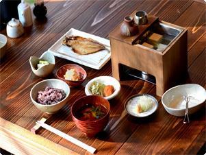 3日間の日替わりで4日目は1日目に戻ります。 ※湯豆腐は毎朝ご提供しております。