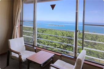 ・【4~6階海側和室一例】大きな窓の向こうは日本海が広がります