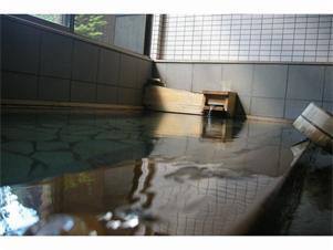 一晩中入れる天然温泉で温まってください。