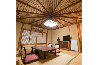 お経の「経」の文字は経糸と読む為、一枚の織物をイメージしたお部屋となっております。