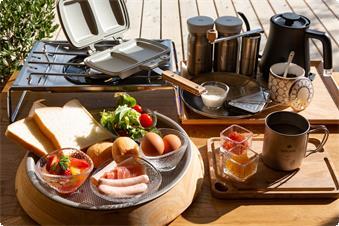 清々しい朝には、スノーピークの調理器具でお好きなものを、お好きなようにお召し上がりいただけます。 ○サラダ・ホットサンドセット(卵・ハム・ウインナー・パン)・コーヒー・ヨーグルト etc