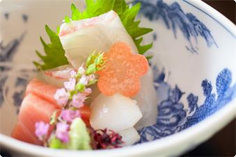 - Breakfast : every day during stay (Japanese cuisine) - Dinner : every day during stay (kaiseki (traditional multi-course Japanese cuisine)) *The photo is just example.
