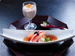 【先付】季節感を大切に地元の野菜と海の幸などを使ったお料理です