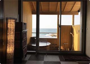 海を眺めながらワンちゃんとご入浴いただけます。