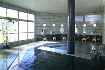 温泉浴場、浦島の湯です。残念ながら「大浴場」と呼べるほど広くはありませんが、泉質の良い松江しんじ湖温泉をお楽しみ頂けます。