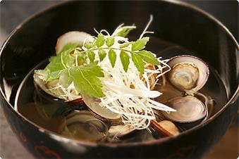 宍道湖の名産しじみ。夜はすまし汁、朝は味噌汁でお召し上がり頂きます。