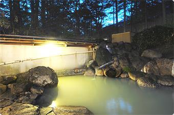 露天風呂~乳白色の硫黄泉~