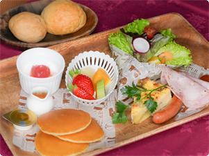 新鮮な阿蘇の空気の中で朝食を