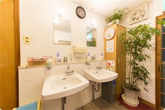 2F客室廊下 共用洗面所