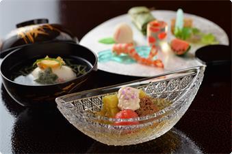 夏の食材の味を十分に生かした会席料理の一例です。