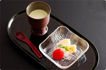 Hand-made sweets of board length are popular in every season.