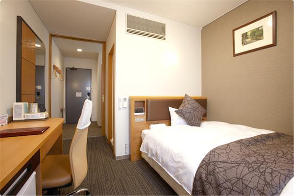 アートホテル長浜のスタンダードタイプの客室です。 ゆったり19平米のお部屋には、極上の寝心地のポケットコイル・ワイドベッドを備えております。 浴槽、洗い場がセパレートですので、ご自宅のようなくつろぎの空間を演出します。