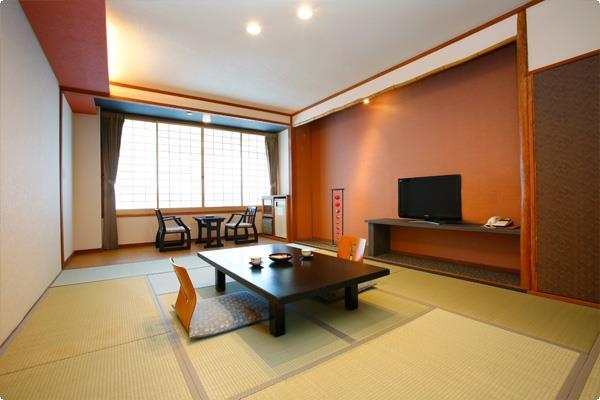 スタンダードな和室のお部屋です。リニューアル済み。トイレ付き、バスなし。お部屋の内装は写真と異なる場合がございます。