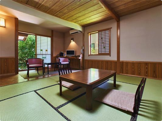 【畳十帖客室】りんどう・和室10畳+2帖フロ-リング+床の間+露天風呂