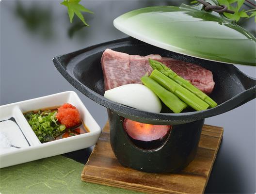 厳選されたお肉をお好きな焼き加減で。