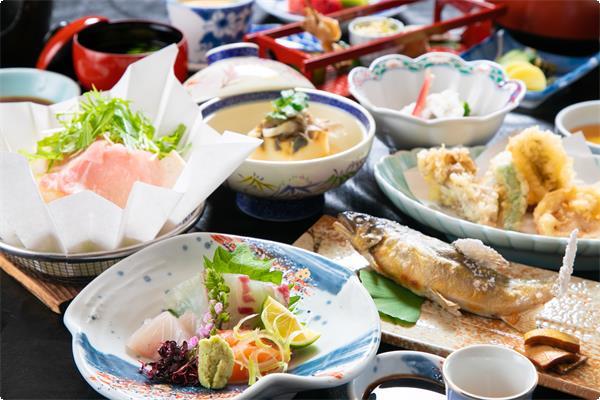 季節で変わる、当館のスタンダード会席。 旬の食材をどうぞご賞味下さい。
