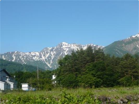 初夏の残雪の五竜岳