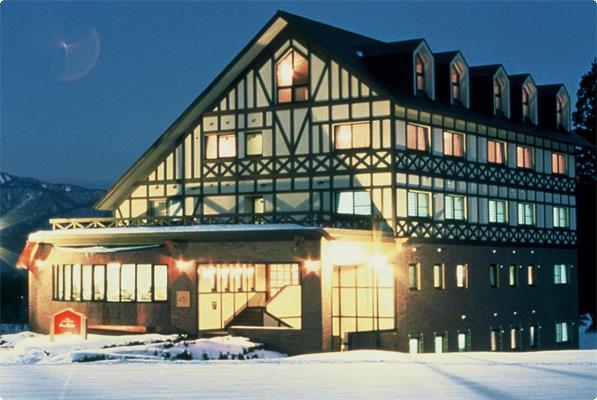 雪の山のホテル 夜