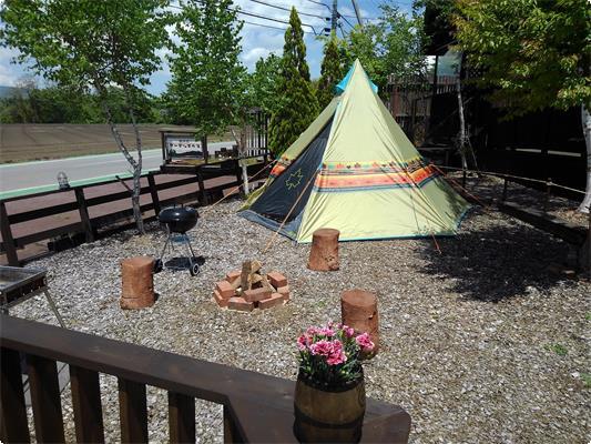 テントサイトにも焚き火スペースがあります。