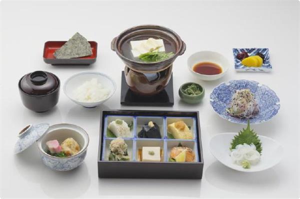 【朝食】は名物の湯豆腐が付いた、身体に優しい和朝食をご用意致します。 ※写真は一例です。