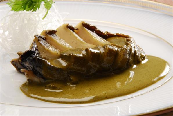 一番人気の、地物、熱川産のアワビステーキ驚く程柔らかなのに、確かな歯ごたえ、新鮮肝ソースで、お召上がり下さい。