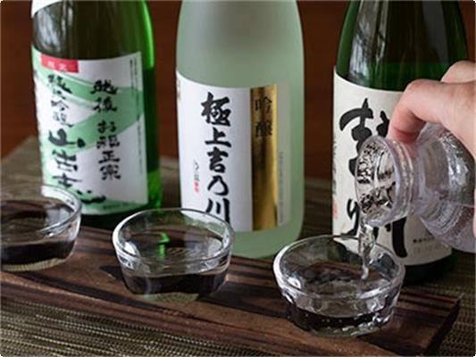 長岡市の人気酒蔵3軒の地酒をセットにしました。 (容量:約60ml×3杯)
