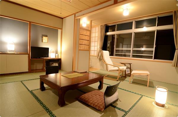 赤城山から谷川岳まで、上州の山々を望むながめの良いお部屋です。