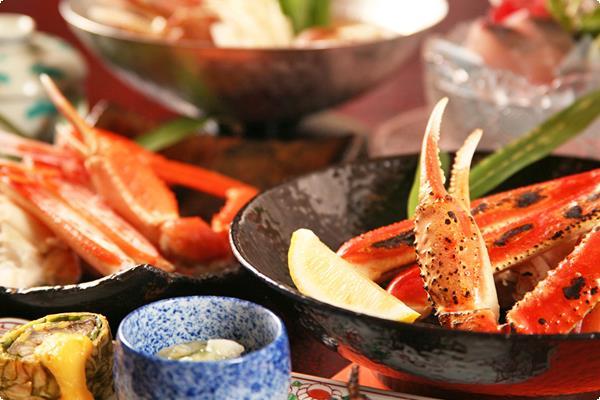 山陰の冬の味覚「松葉蟹」を使った、茹で蟹・焼き蟹・蟹鍋などを主とした和会席です。