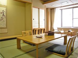 利根川を眺める基本客室です