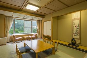 利根川を望む和室