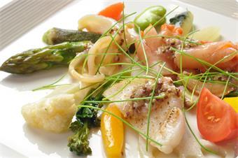 ある日のディナーメニューから~コリアンダー風味の旬野菜のマリネに小柱(根室)、平貝(愛知)、本ミル貝をのせて