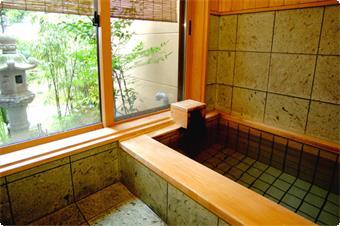 ・温泉内湯付客室 妙風の間のお風呂。 ・ゆったりお風呂で、お客様だけの温泉がお楽しみ頂けます。