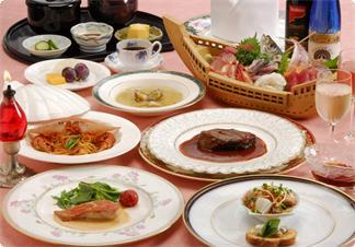 東京銀座で経験20年のオーナーシェフの作るアミューズ、海鮮サラダ、ワタリガニのパスタ、金目のムニエル、ビーフシチューなど全13品のある日のメニュー