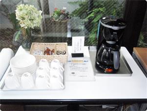朝7時~10時の間、ロビーにてコーヒー無料サービスを行っております。昭島はお水のおいしい町ですので、是非味わって見てください。
