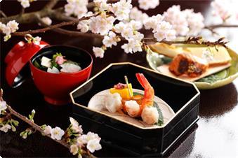 旬の地元食材を取り入れた季節の会席、目で舌で季節を味わって下さい。