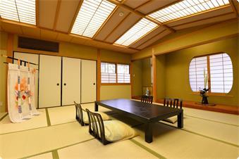 本館にあります、少し広めのゆったりとお過ごし頂けるお部屋です。お部屋にはお風呂がついています。